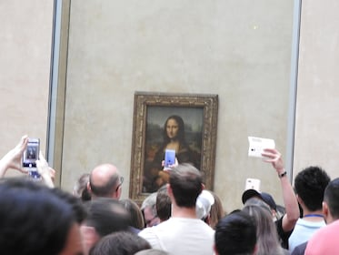 Louvre Museum Guided Tour with Skip-the-Line Tickets