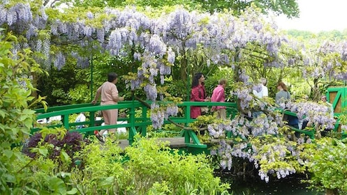 Group on the Giverny & Monet's Home Tour in Paris