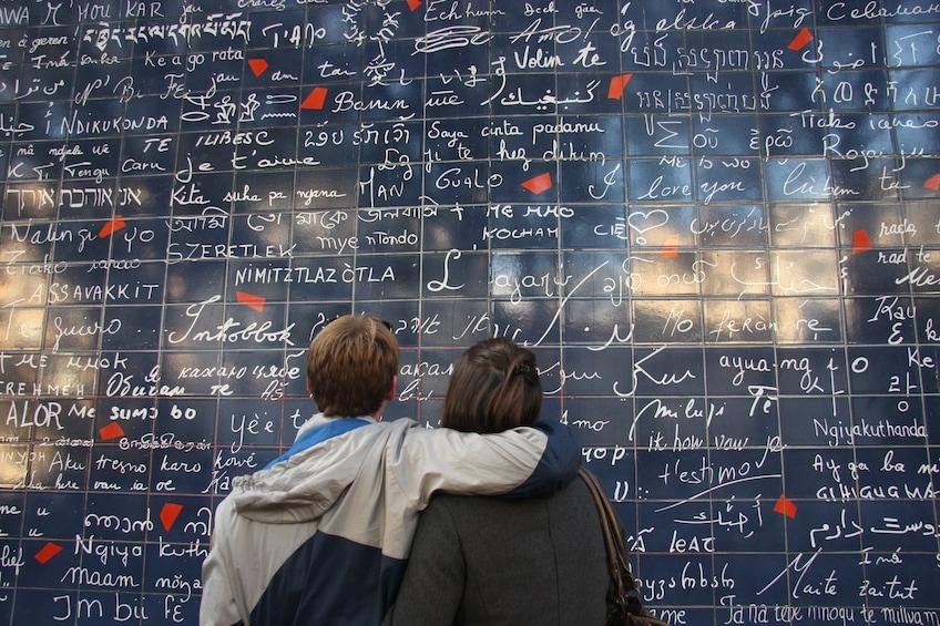 Apri foto 1 di 4. French Romance Walking Tour of Montmartre