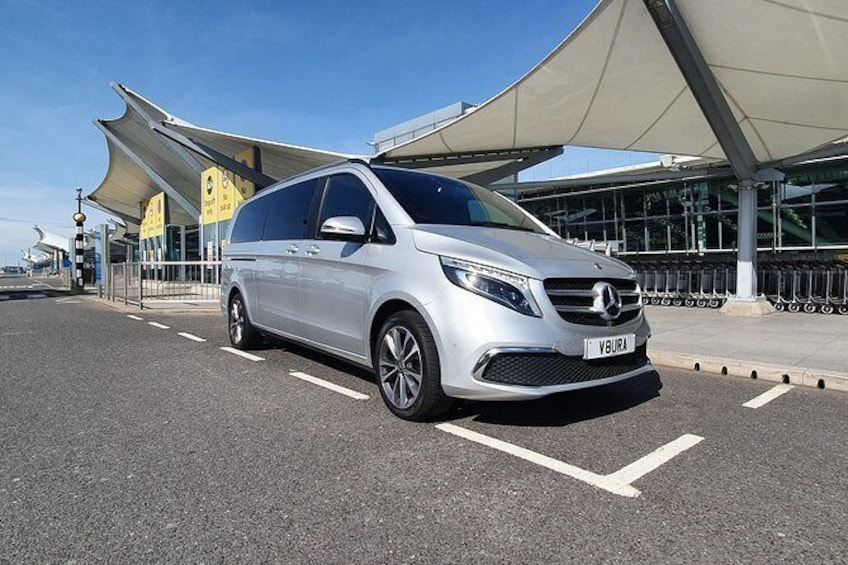 Show item 5 of 18. Nottingham to London Heathrow (LHR) Airport Luxury Private Airport Transfer