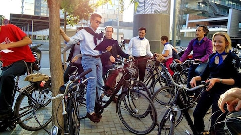 group of cyclists gathered around the guide in Barcelona