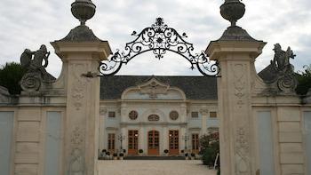 Budapest to Vienna Wine Transfer Tour