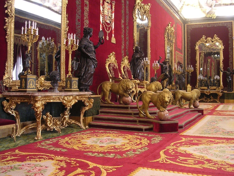 Foto 1 von 6 laden Madrid Highlights & Skip-the-Line Royal Palace guided Tour