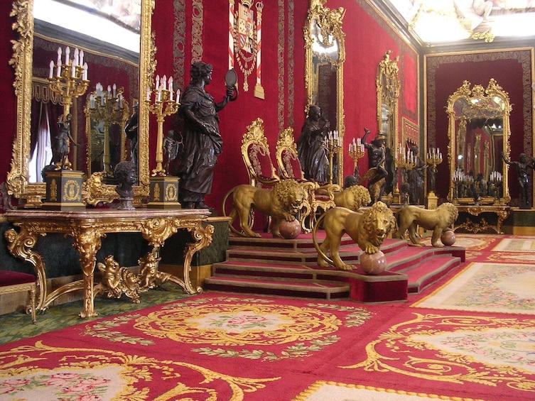 Öppna foto 1 av 6. Madrid Highlights & Skip-the-Line Royal Palace guided Tour