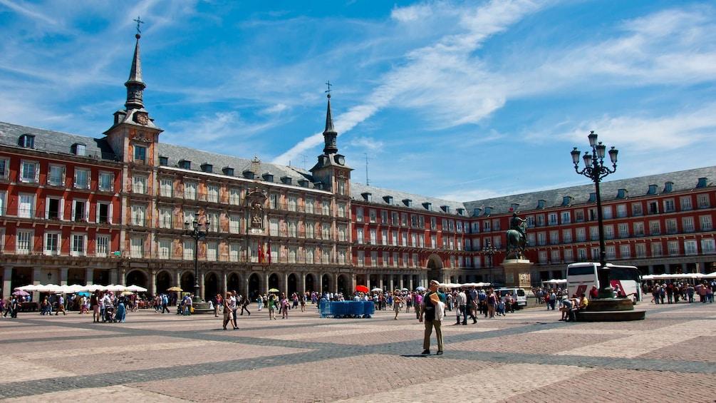 Öppna foto 3 av 6. The Plaza Mayor in Madrid