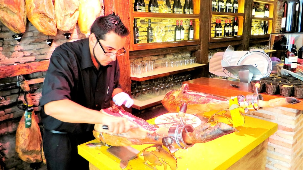 Apri foto 1 di 5. man slicing thin ham in Madrid