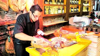 Madrid Wine Tasting & Iberian Ham Tapas Tour - Small group
