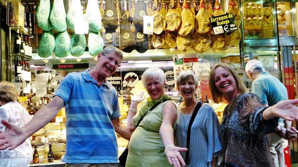 Ver elemento 5 de 7. Madrid Wine Tasting & Iberian Ham Tapas Tour - Small group