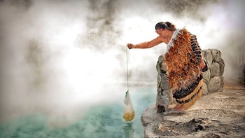 Whakarewarewa - Guided Tour & Maori Cultural Performance