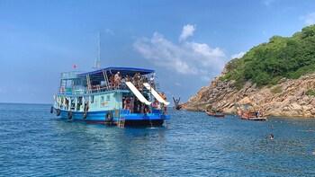 Koh Nangyuan & Bays of Koh Tao Snorkel Trip By The Oxygen
