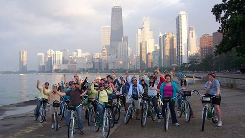 Group bike tour of Chicago