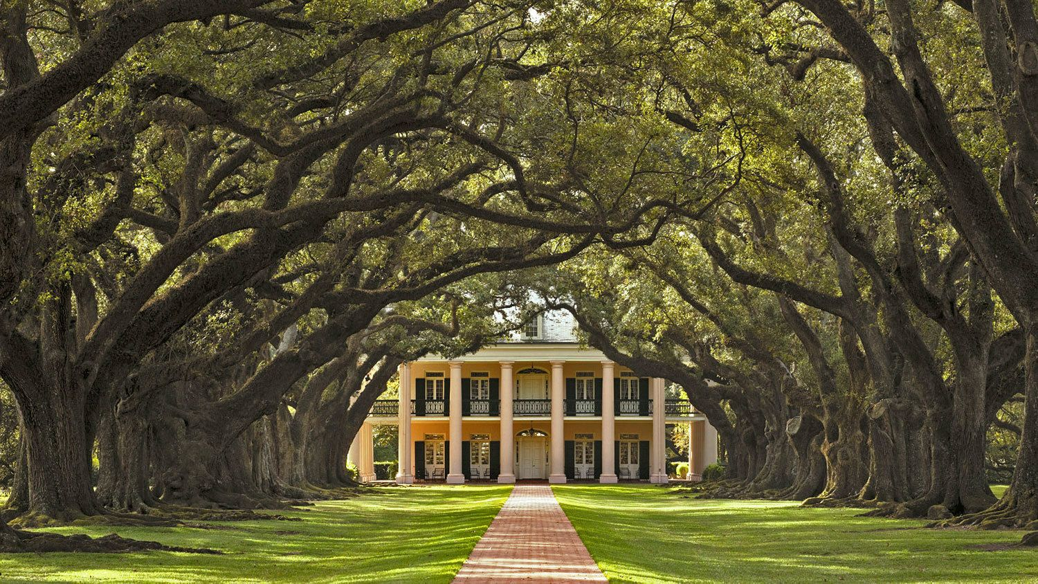Front of plantation house