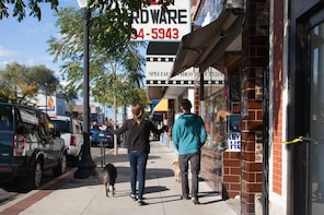 Chicago's Andersonville Walking Tour with Mobile app