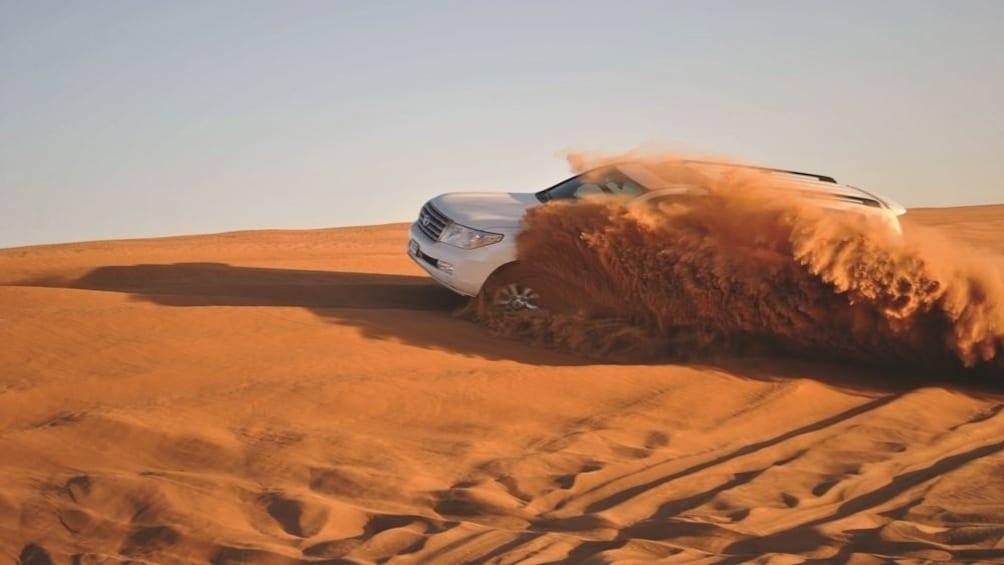 Foto 1 von 9 laden Desert Safari with BBQ Dinner from Dubai - Gray Line