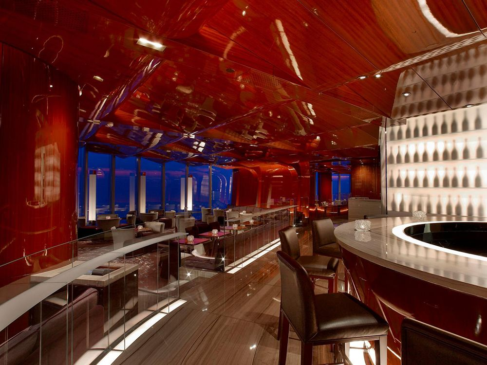 Dining at Atmosphere restaurant & discover Dubai by night