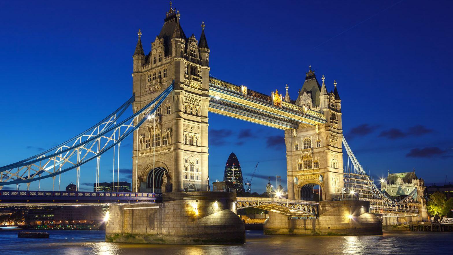 Stock image of the London bridge lit up at night
