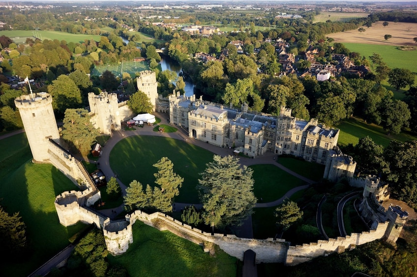 Foto 3 von 9 laden Warwick Castle, Shakespeares England & Oxford with Admission