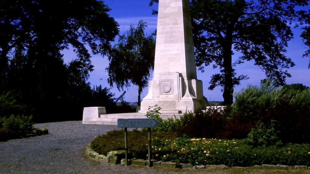 Charger l'élément 3 sur 5. New Zealand memorial obelisk in Belgium