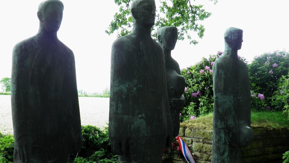 Charger l'élément 2 sur 5. Statues of soldiers at a memorial in Belgium