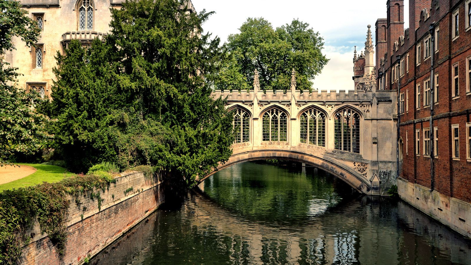 Full-Day Tour of Oxford & Cambridge with Admissions