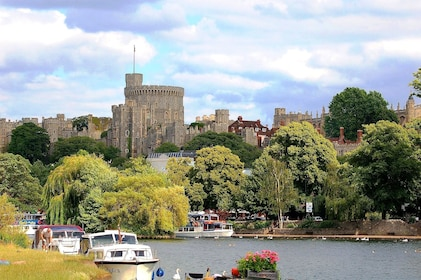 Windsor_Castle_from_the_river_ac.jpg
