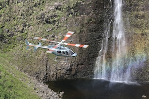 Doors-Off Helicopter Tour of Waimea Waterfalls on Big Island