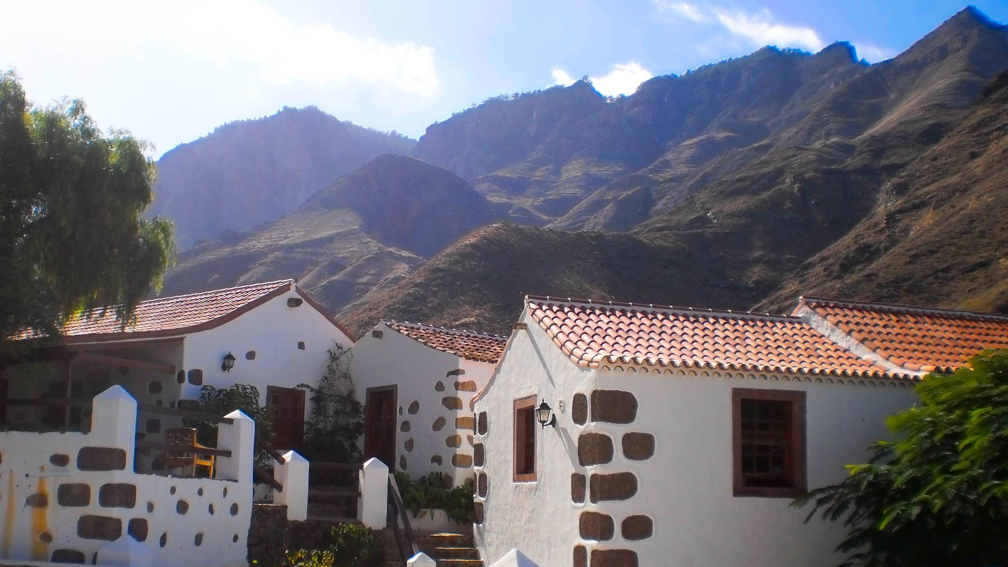 homes at the foot of the mountain in Gran Canaria