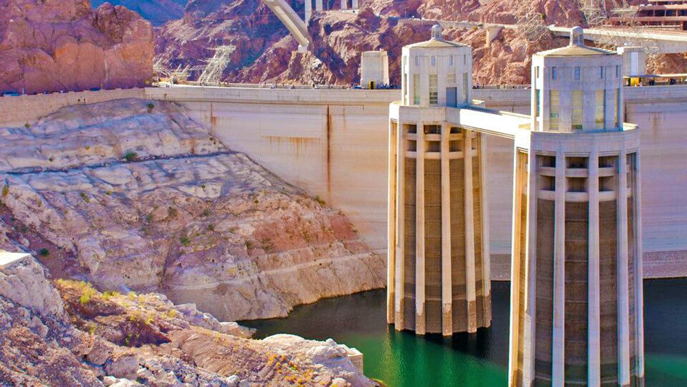visiting the Hoover Dam in Grand Canyon