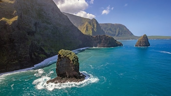 Private Helicopter Tour of Molokai Sea Cliffs