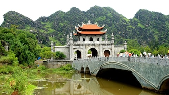 Full-Day Tour of Hoa Lu & Tam Coc with Boat & Bike Ride