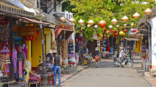 Street day view of Hoi An