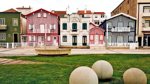 stripped houses in Porto