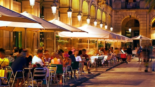 evening outdoor dining in Barcelona