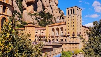 Full-Day Excursion to Montserrat & Tapas with Flamenco Show