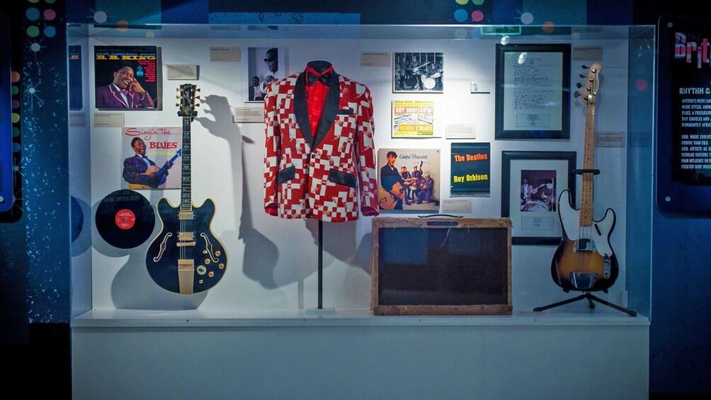 Indlæs billede 3 af 6. Beatles artifacts behind a glass case in Liverpool