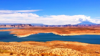 2-Day Antelope Canyon, Horseshoe Bend & Lake Powell Tour