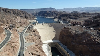 Private Guided Hoover Dam Tour For Up To 6 Passengers