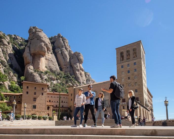 Foto 1 von 9 laden Montserrat Monastery & Natural Park Hiking with Railway