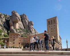 Montserrat: visita al Monasterio y senderismo, con teleférico incluido