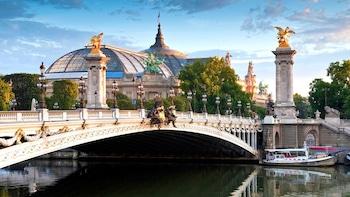 Paris Museum Pass & Hop-On Hop-Off Bus Pass