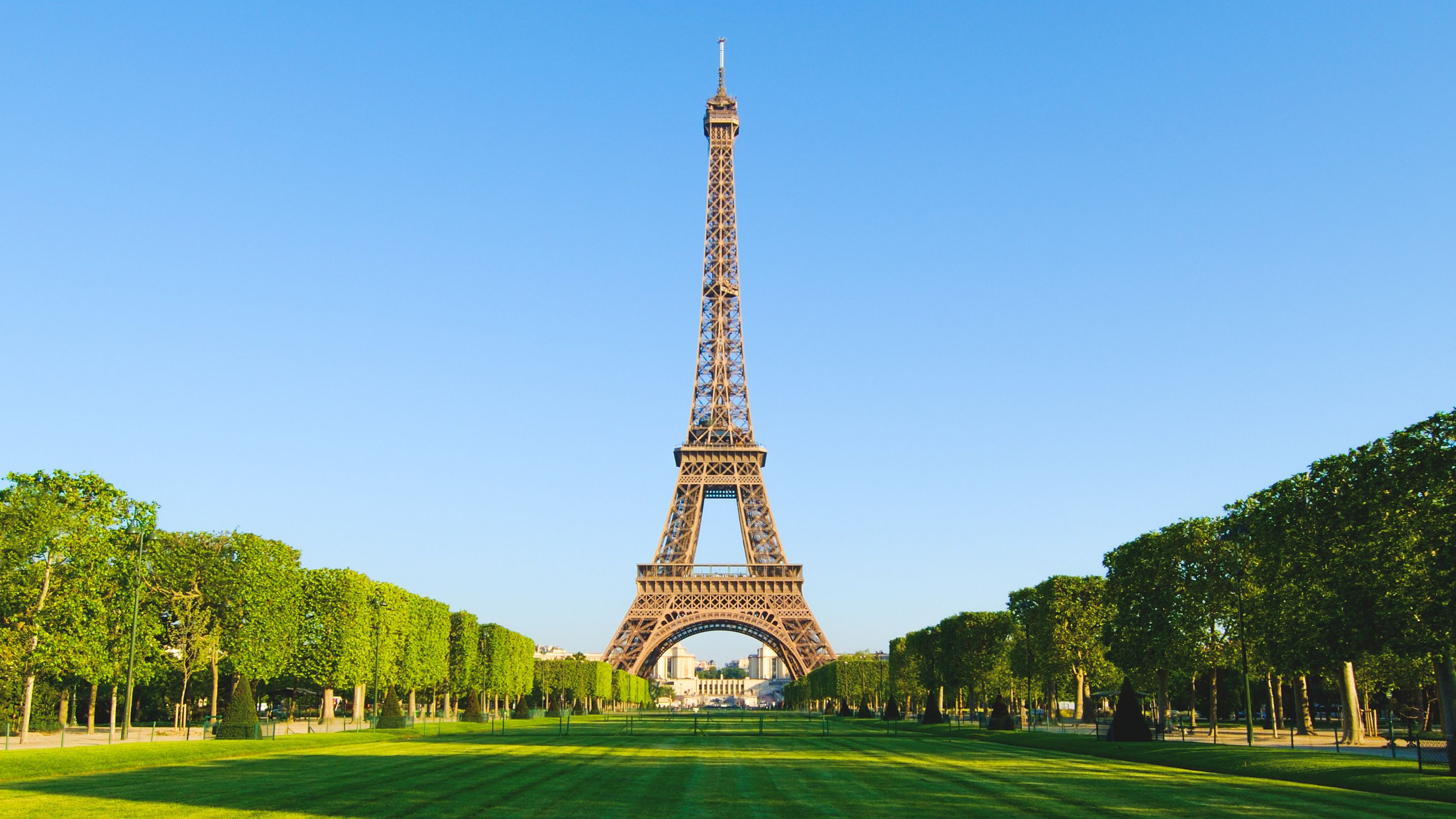 Small-Group City Tour with Eiffel Tower Visit & Seine Lunch Cruise