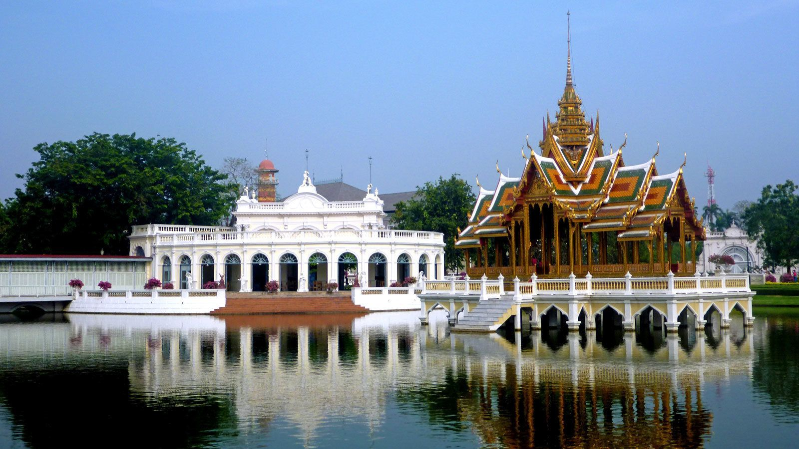 traditional architecture along a large pond in Thailand