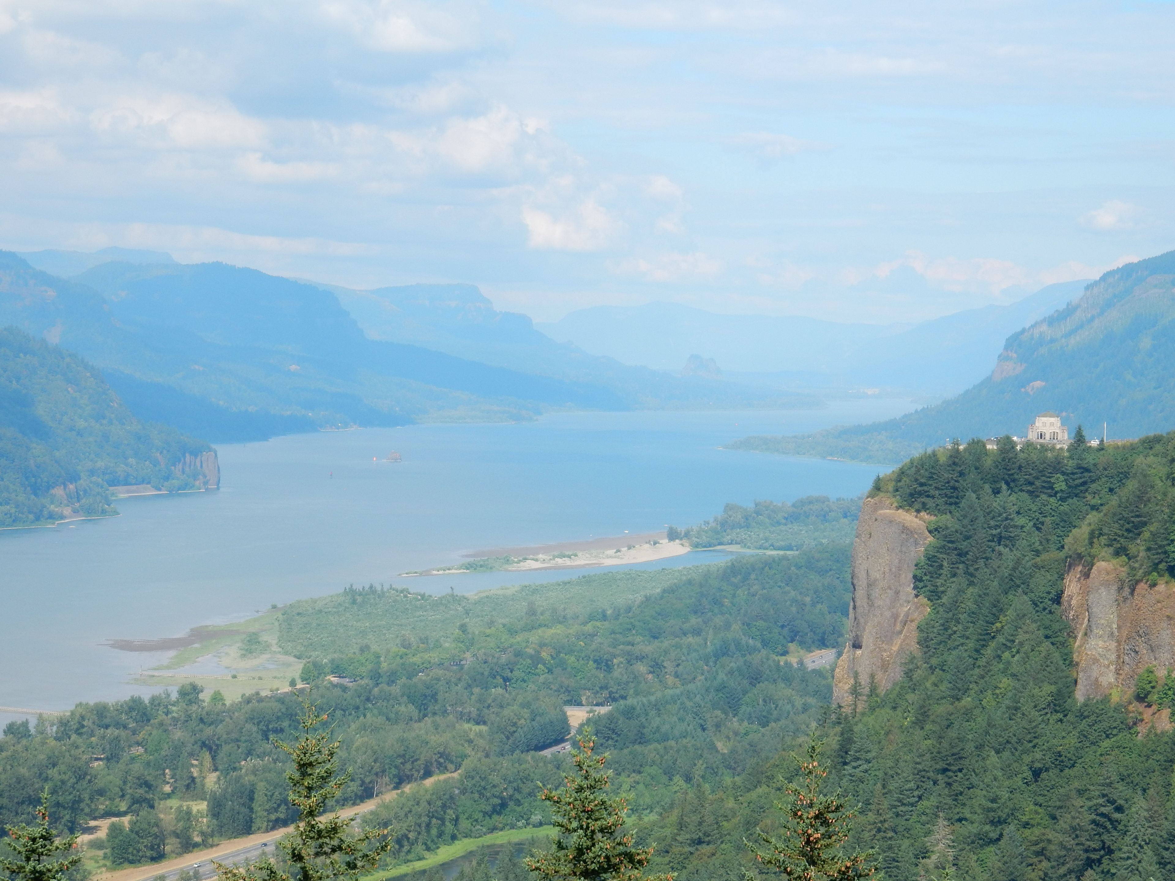 Vista House and Columbia River Gorge 1.jpg
