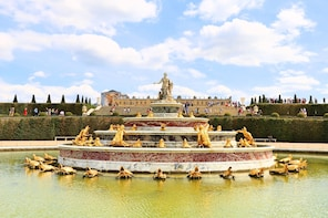 Skip-the-Line Audio Guided Tour of Versailles with Roundtrip Transportation