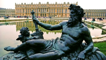 Skip-the-Line Audio Guided Tour of Versailles with Roundtrip Transport