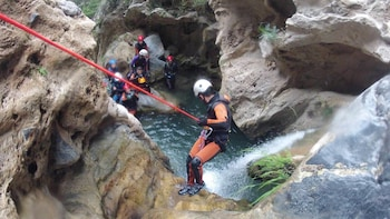 Vertical Canyon Challenge in Lentegí with water and snacks