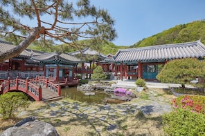 MBC Dae Jang Geum Park Historical Drama Set Morning Tour