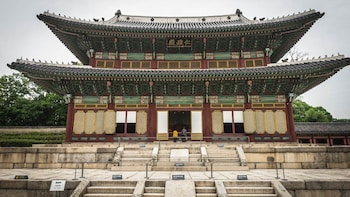 Full-Day City Tour with Jogyesa Buddhist Temple & Changdeok Palace