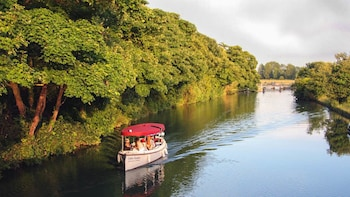 Sightseeing River Cruise With Traditional Picnic