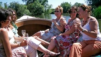 Sundowner Cruise on the River Thames